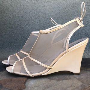 Pour La Victoire nude patent leather mesh wedges